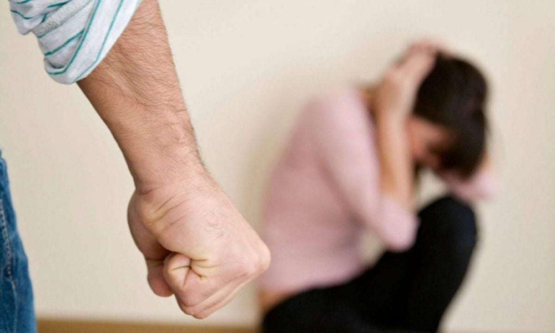 Κακοποίηση Γυναικών: Το φαινόμενο της βίας από στενό σύντροφο