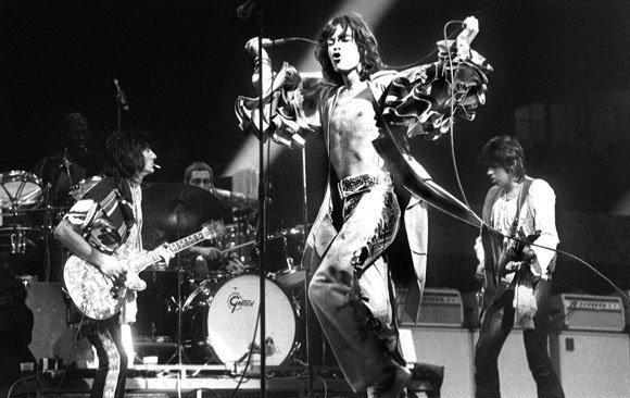 BRUSSELS, BELGIUM - MAY 06: The Rolling Stones perform live on stage at the Forest National in Brussels, Belgium on May 06 1976 as part of their European tour L-R Ron Wood, Charlie Watts, Mick Jagger, Keith Richards (Photo by Gijsbert Hanekroot/Redferns)