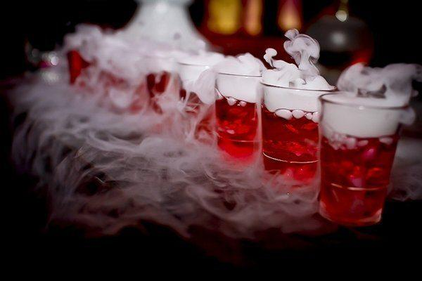 smoking-halloween-cocktails-spooky-drinks-ideas