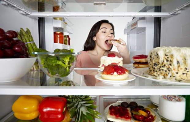 woman-eating-from-fridge-630x450-620x400