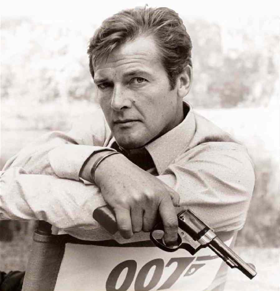 roger_moore_cover_image_from_my_word_is_my_bond-1