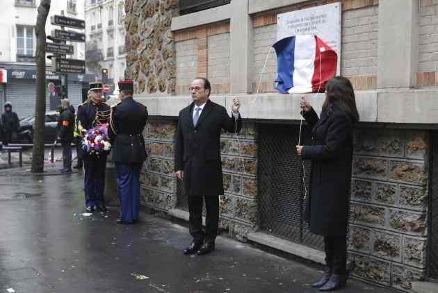 Φωτογραφία από τις εκδηλώσεις μνήμης με τον Γάλλο ΠτΔ.