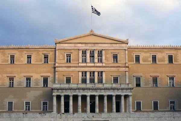 Ελληνικό Κοινοβούλιο, Πλατεία Συντάγματος