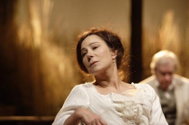 https://theartsdesk.com/theatre/cherry-orchard-national-theatre