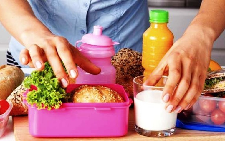 Υγιεινό κολατσιό για το σχολείο των παιδιών