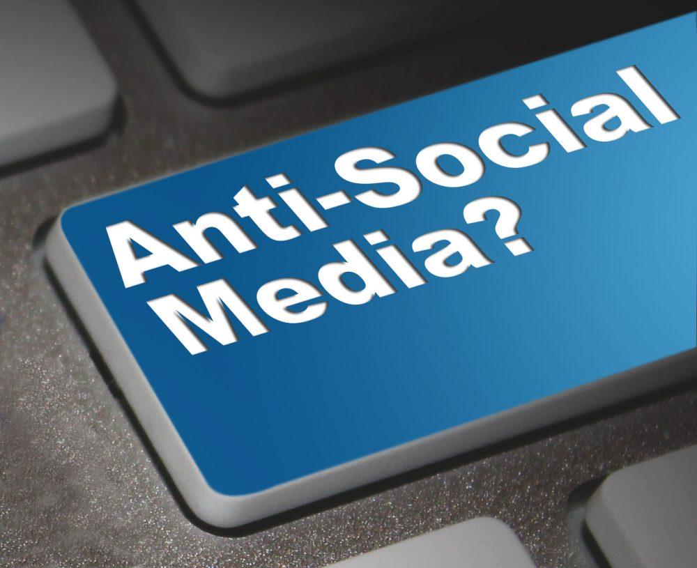 Τα social media μας κάνουν αντικοινωνικούς και εσωστρεφείς;