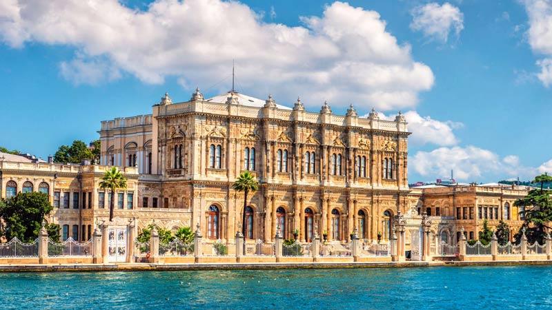 Ντολμά Μπαχτσέ- θέα στην Κωνσταντινούπολη