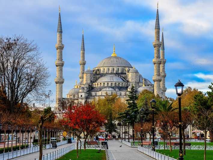 το μπλε τζαμί στο Εμίνονου