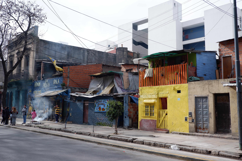 Στις φαβέλες της La Boca Αργεντινή