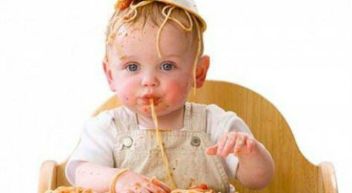 οι πρώτες τροφές του μωρού