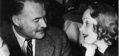 Η Μαρλέν Ντίτριχ με τον Έρνεστ Χέμινγουεϊ, πηγή εικόνας: klik.gr