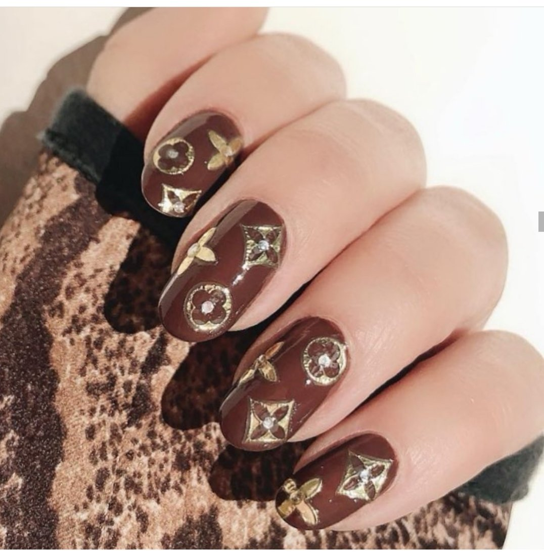 louis vuitton logo nails