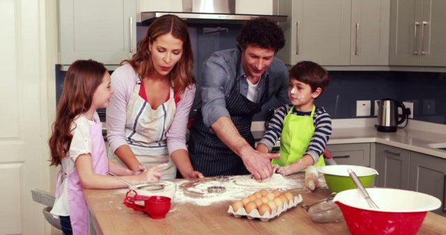Κορονοϊός : Η παραμονή στο σπίτι ως ευκαιρία δραστηριοτήτων με την οικογένεια