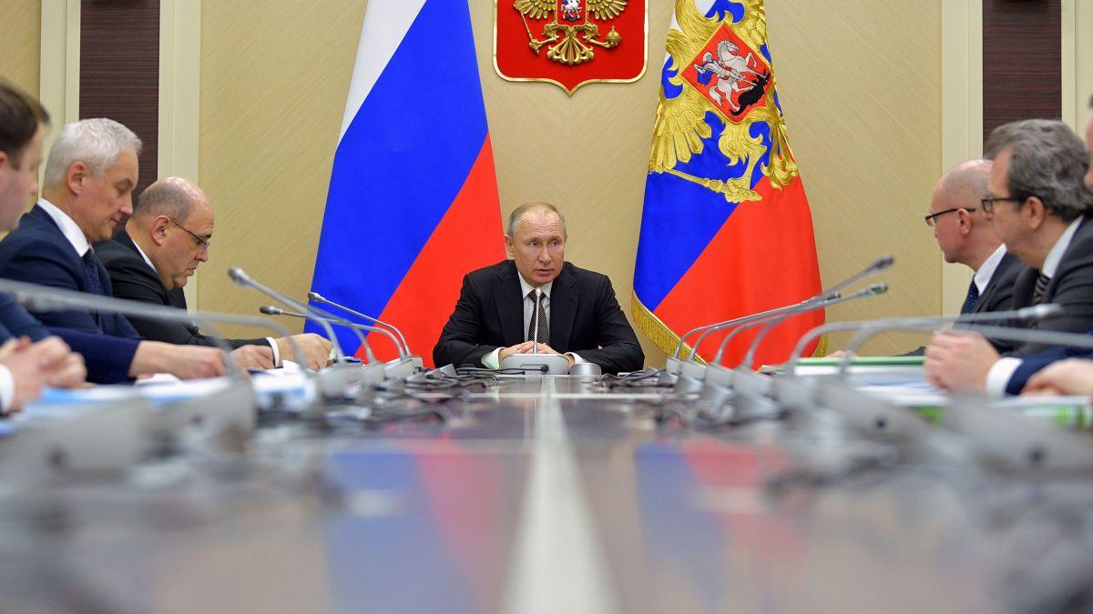 "O κορωνοϊός και ο Putin: ""Ουκ αν λάβοις παρά του μη έχοντος"""