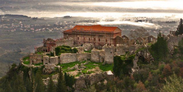 Μυστράς: Εξερευνώντας την καστροπολιτεία του με τη βαθιά ιστορία