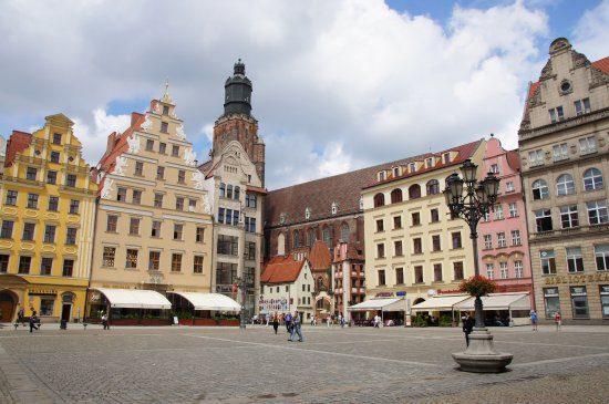 Βρότσλαβ Η πλατεία Rynek στην πολύχρωμη παραμυθούπολη της Πολωνίας