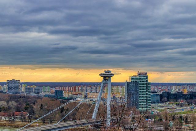 UFO Bridge Ανατολική Ευρώπη