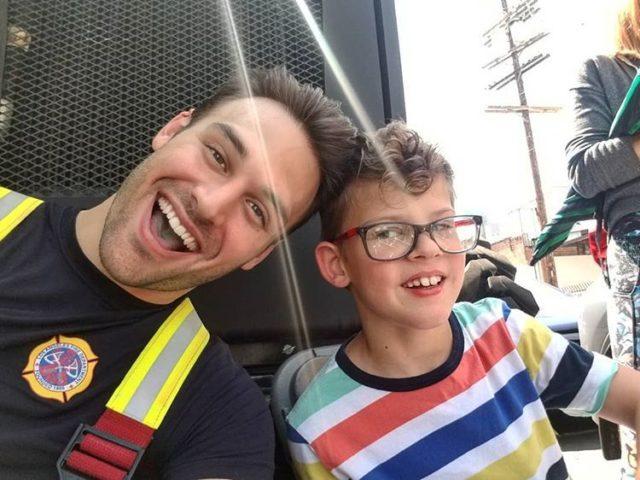 9-1-1: Ο Eddie με τον γιο του Christopher