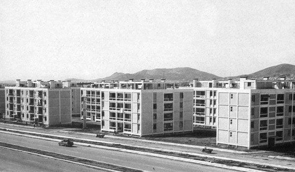 Άρης Κωνσταντινίδης, εργατικές κατοικίες, Νέα Φιλαδέλφεια, αρχιτεκτονική