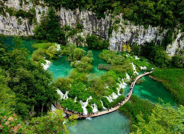 Τα εθνικά πάρκα χρήζουν προστασίας καθώς αποτελούν μία σπουδαία πηγή γνήσιας φυσικής ομορφιάς. Η ευρωπαϊκή ημέρα πάρκων είναι την 24η Μαΐου.