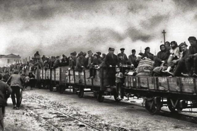 Πηγή εικόνας: patramou.gr | Η οικογένεια του Ζαννίνο όπως και πολλοί άλλοι Έλληνες Μικρασιάτες, Κωνσταντινουπολίτες και Πόντιοι, πήραν το δρόμο της προσφυγιάς το 1923.
