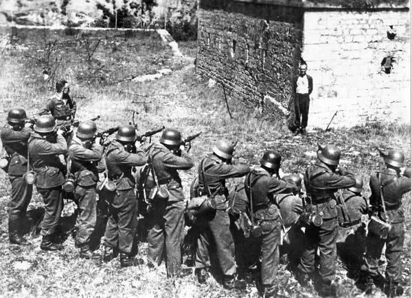 Πηγή εικόνας: lefterianews.wordpress.com | Οι Γερμανοί εκτέλεσαν τη Λέλα Καραγιάννη και 70 ακόμα άτομα στις 8 Σεπτεμβρίου 1944.
