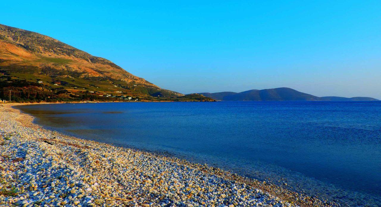 Η Καλαμίτσα αποτελεί μία από τις ωραιότερες παραλίες που πρέπει να εξερευνήσετε