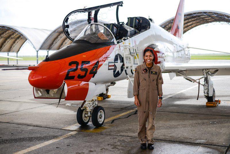 πρώτη μαύρη πιλότος
