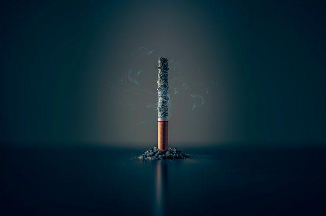 Είναι γνωστό σε όλους πως το κάπνισμα προκαλεί σοβαρές επιπτώσεις σε πολλούς τομείς της ζωής μας. Ένας από αυτούς είναι και το περιβάλλον.