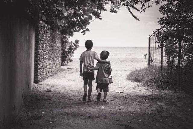 αδερφικές σχέσεις