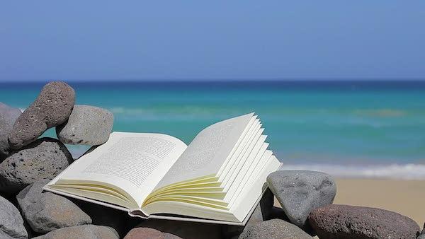 Το βιβλίο στην παραλία
