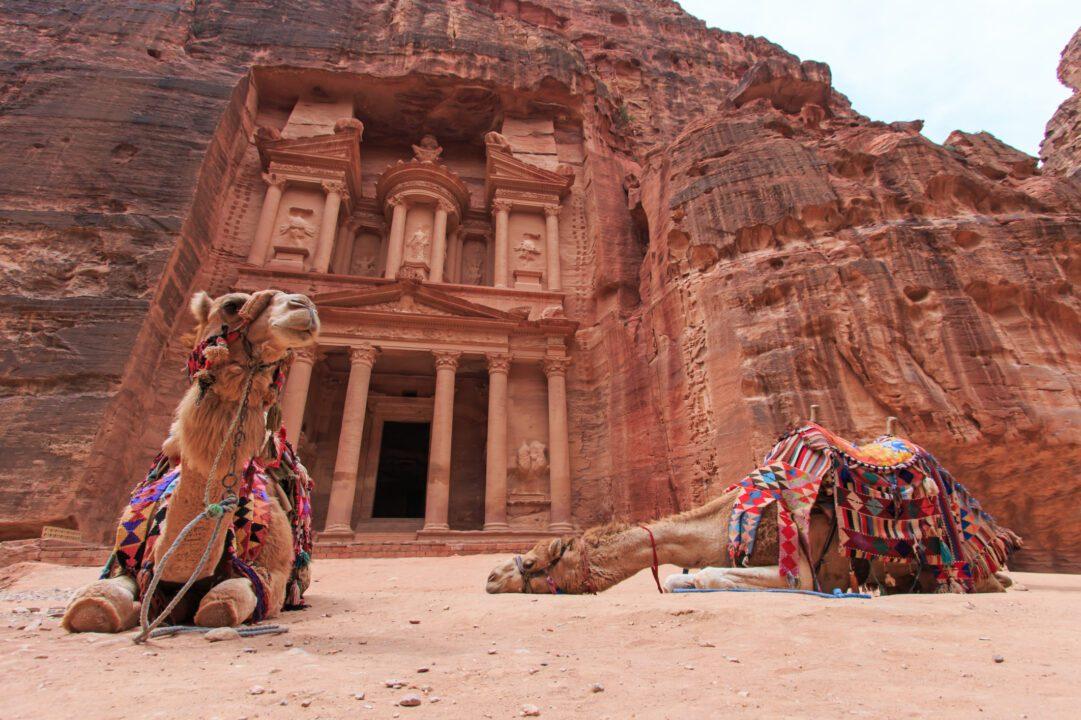 Πέτρα της Ιορδανίας: Ένα από τα πιο ιδιαίτερα αξιοθέατα του κόσμου