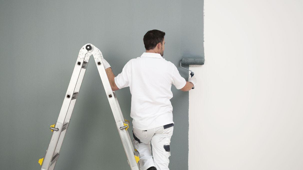 βάψιμο τοίχων σπιτιού