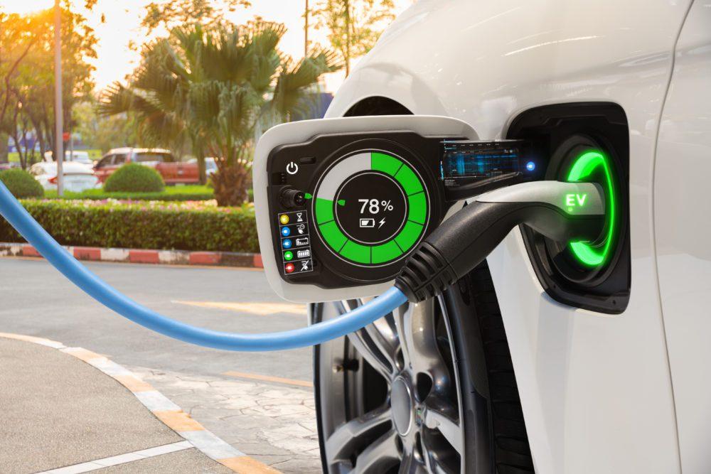 Η ηλεκτροκίνηση είναι το μέλλον της μετακίνησης . Η φόρτιση των οχημάτων αλλάζει τους κανόνες του οικολογικού αποτυπώματος στα καύσιμα.