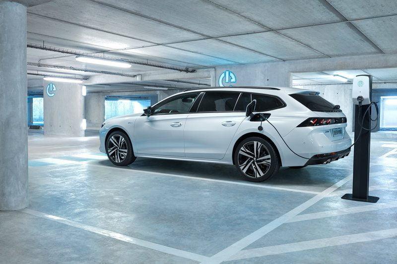 Ηλεκτροκίνηση : Υβριδικό αυτοκίνητο καταναλώνει 1,3 λτ./100 χλμ.