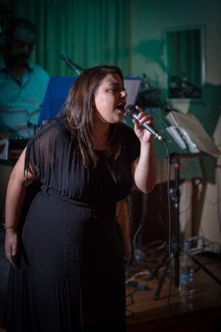 τραγουδίστρια, Πλουσία Ηλία