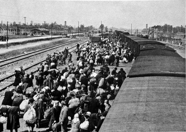 Eβραίοι από τη Θεσσαλονίκη στο τρένο για το Άουζβιτς