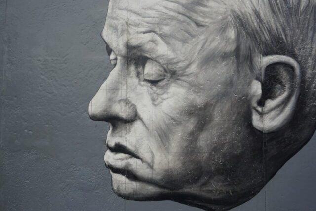 Τοιχογραφία στο τείχος του Βερολίνου