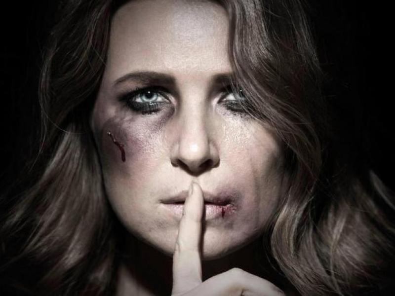 γυναικεία κακοποίηση