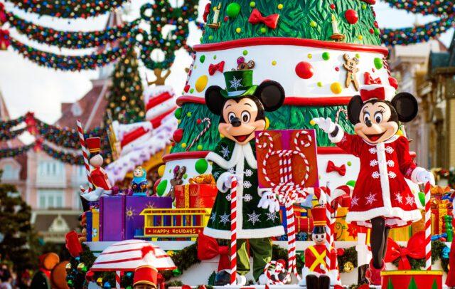 Η Χριστουγεννιάτική παρέλαση στο θεματικό πάρκο της Disney;and στο Παρίσι