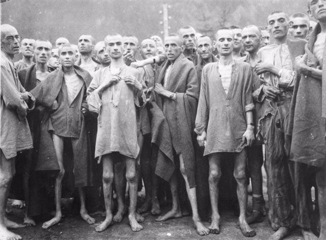 θύματα των ναζί εμφανώς υποσιτισμένα