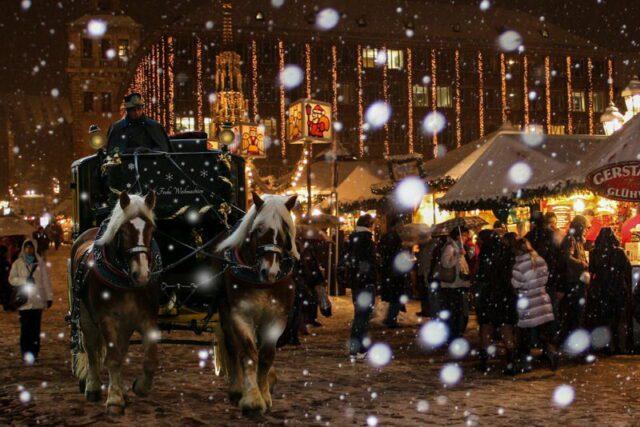 Η ομορφιά της παλιάς πόλης της Νυρεμβέργης τα Χριστούγεννα