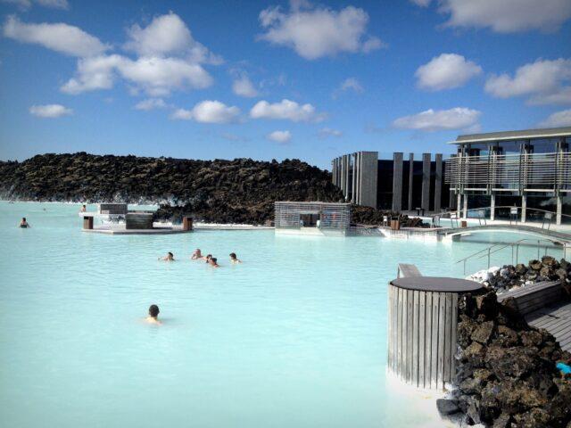 Οδηγός στην θερμότερη πισίνα του κόσμου στην Ισλανδία
