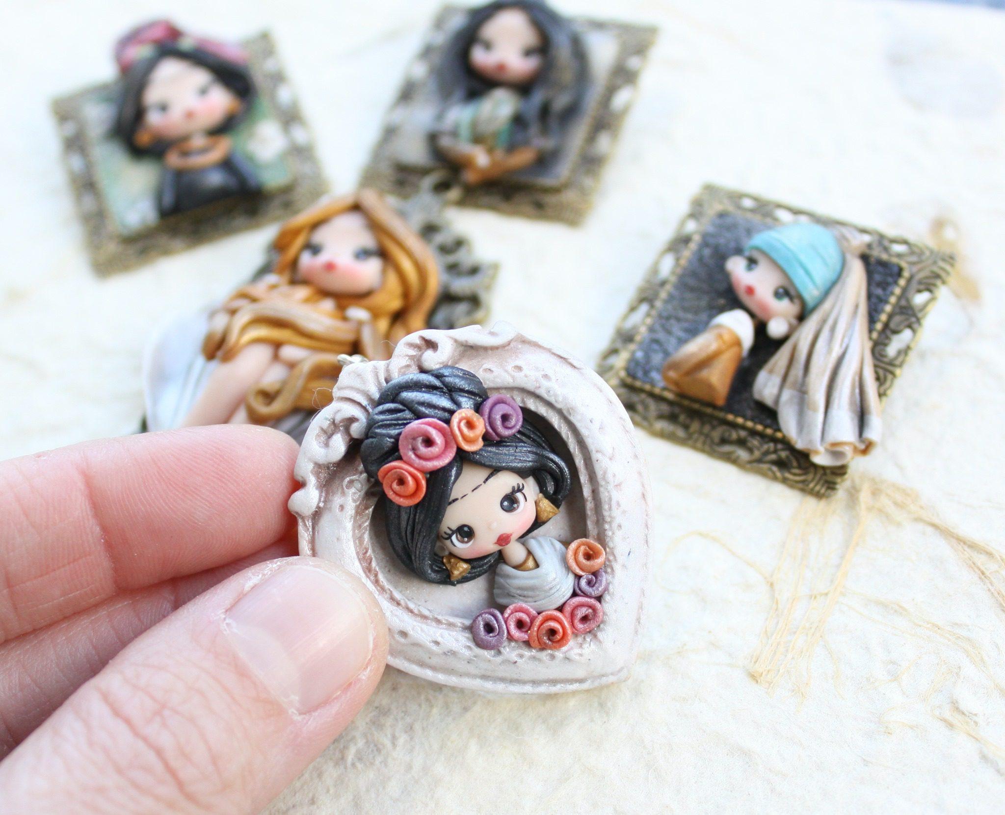 Χειροποίητα κοσμήματα εμπνευσμένα από δημοφιλή έργα τέχνης.