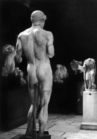 άγαλμα Απόλλωνα Ομφαλού στο Αρχαιολογικό Μουσείο