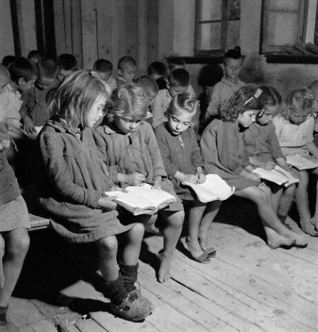 παιδιά στο σχολειο 1946 - φωτογράφος κατοχής