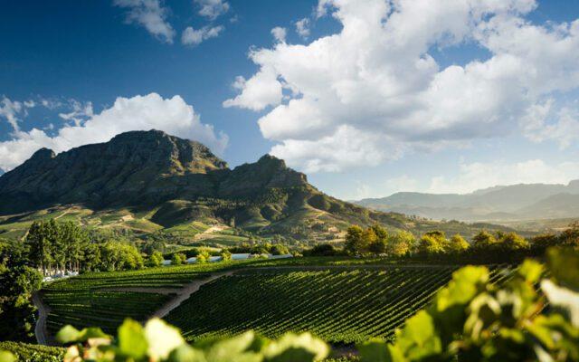 Κοιλάδα του κρασιού στις μικρέ όμορφες πόλεις του κόσμου