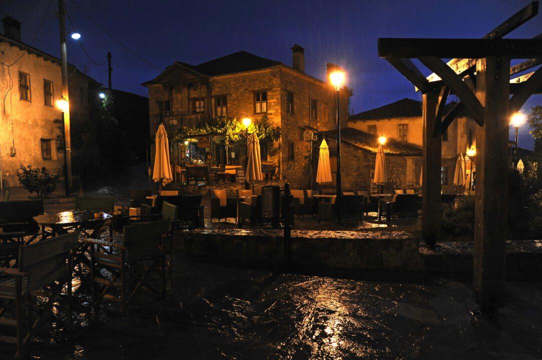 Ιωάννινα παλιά πόλη την νύχτα