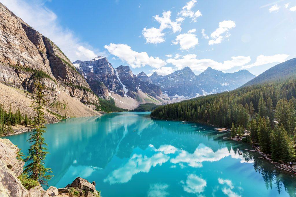 Μπάνφ βραβευμένη ως μία από τις μικρές πιο εντυπωσιακές πόλεις στον κόσμο με τις ειδυλλιακές του λίμνες στο Εθνικό πάρκο του Καναδά