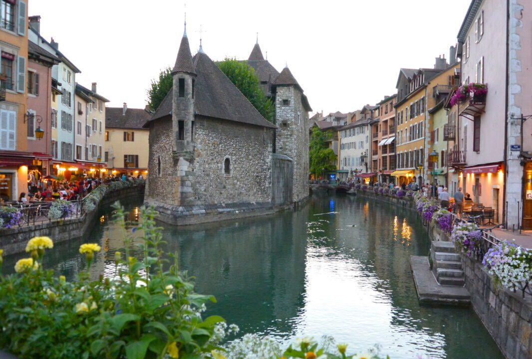 Ανεσί μία αξιοθαύμαστη μικρή πόλη του κόσμου
